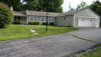 Cozy Cottage,3 bedroom,1 Bath on 1 acre, Center Grove area of Bargersville, IN.