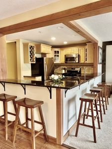 Kitchen with breakfast bar for 5