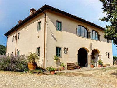 Photo for Superb Villa with swimming pool at the gates of Chianti.