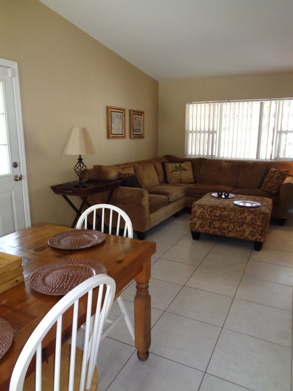 3 BR 2 BA Private Pool Home Disney, Space Center, Marinas & Beaches Minutes Away