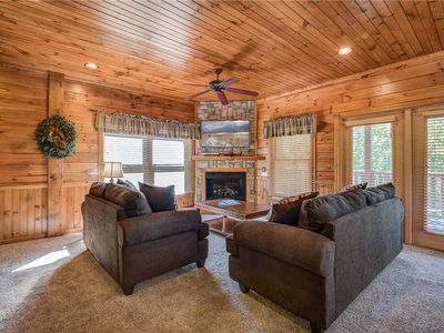 Photo for Alpine Nights, 3 Bedrooms, Sleeps 10, Theater, Hot Tub