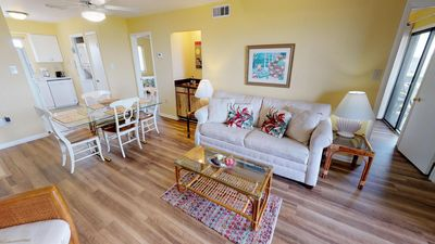 Lighthouse_Point_19C-Living-room-pic4