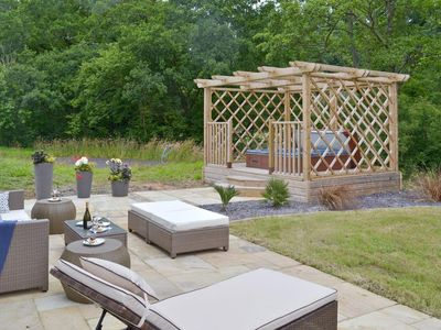 Exeter Cottage Rental Patio And Garden