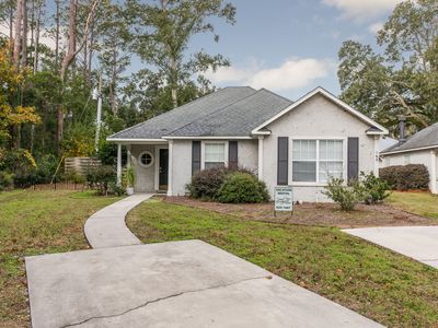 Photo for Spacious 3 Bed/2 Bath in great location with Open Floor Plan & Dog Friendly!
