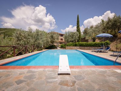 Photo for Cosy apartment in villa with pool, WIFI, pets allowed, panoramic view, parking, close to Cortona