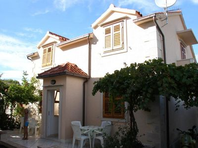 Photo for 2BR Apartment Vacation Rental in Supetar, Dalmatien