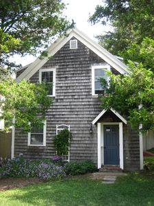 Photo for Adorable cottage, walk to country store, 1/2 mi to Breakwater Beach