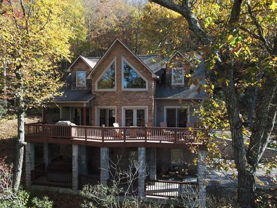 Street view of Mountain Home. Wonderful Views and Upper and lower decks.