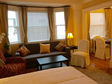 Classic Nob Hill 1920's  Boutique Apt. With Charming Updates