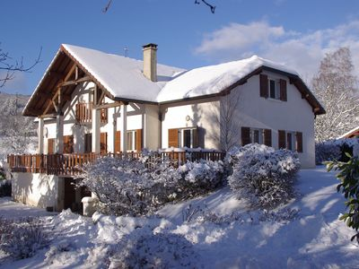 Photo for Beautiful family home on the lake road