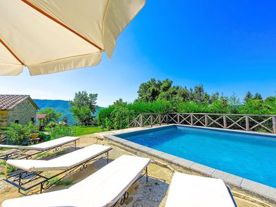 Photo for Welcoming villa with private pool in totally idyllic location near Cortona