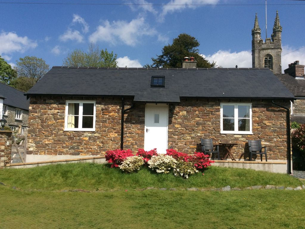 Astounding Modern But Cosy One Bedroom Cottage In A Delightful Village On West Dartmoor Yelverton Home Interior And Landscaping Oversignezvosmurscom