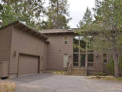 Photo for 5 Cherrywood Lane: 4 BR / 3.5 BA home in Sunriver, Sleeps 10
