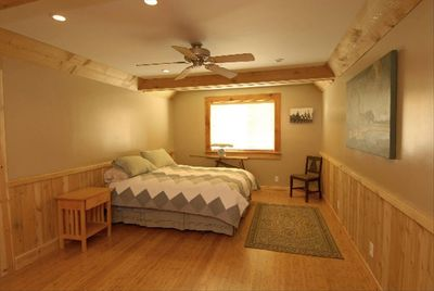McCloud Vacation Home, Luxurious queen bed, Egyptian cotton sheets, down blanket