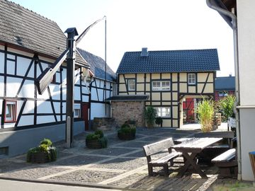 stylish and cozy living in Tudor style house right in the historic Ziehbrunnen