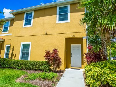 Photo for Gorgeous Modern Town Home with Jacuzz,i 8 minutes From Disney!