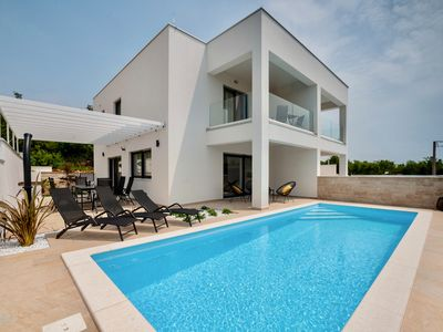 Photo for NEW ADDITION Villa Bella with 3 bedrooms for 8 people