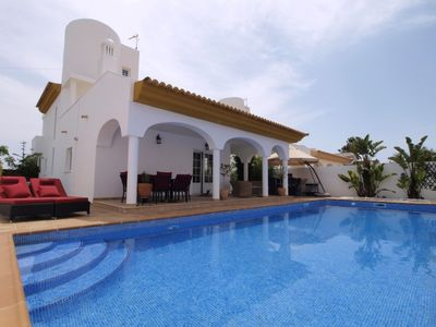 Photo for Luxury villa with swimming pool, internet + 3 baths