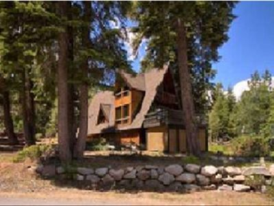 Beautiful Chalet - Quick drive to Alpine/Squaw & short walk to Tahoe City!