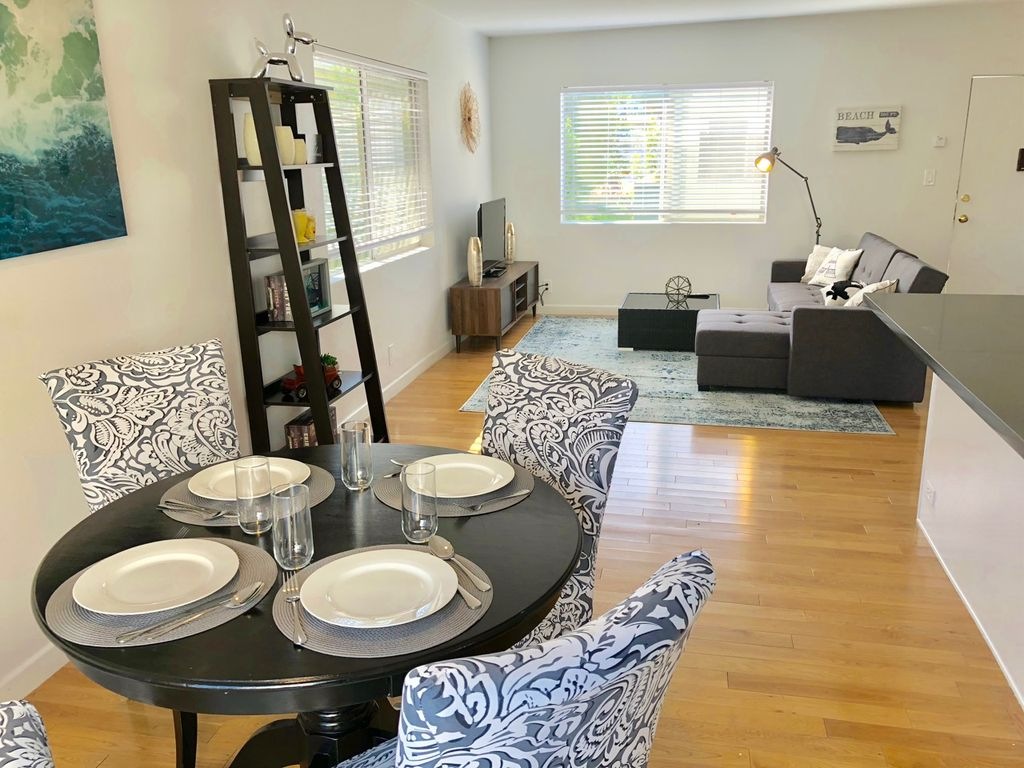 Newly Remodeled Apartment t in the heart of Brentwood near