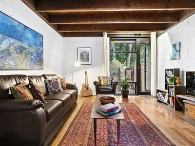 Photo for Max, Cosy Thornbury 2BDR home with art-deco interior