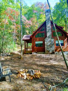 Unique -Oliver Creek Cabin in Wilderness-PRIVATE-King Bed, WiFi, Hot Tub, Hiking