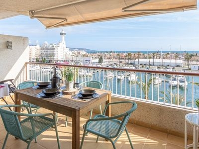 Photo for Apartment on the 4th floor with elevator, sea and canal views