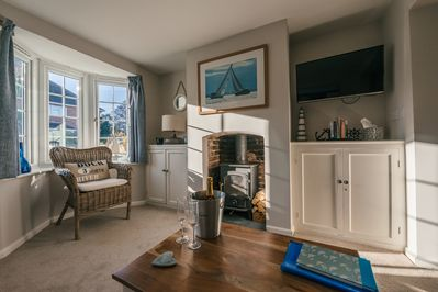 Charming cottage with light lounge, woodburner & sumptuous sofa to sink into