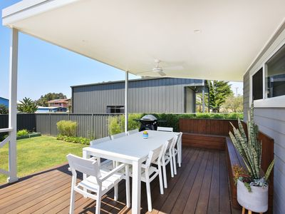Photo for Tilly's Retreat - Pet Friendly - 3 Mins to Beach