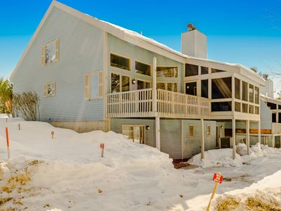 Photo for Family-friendly mountain townhome w/ shared pool - right in town!