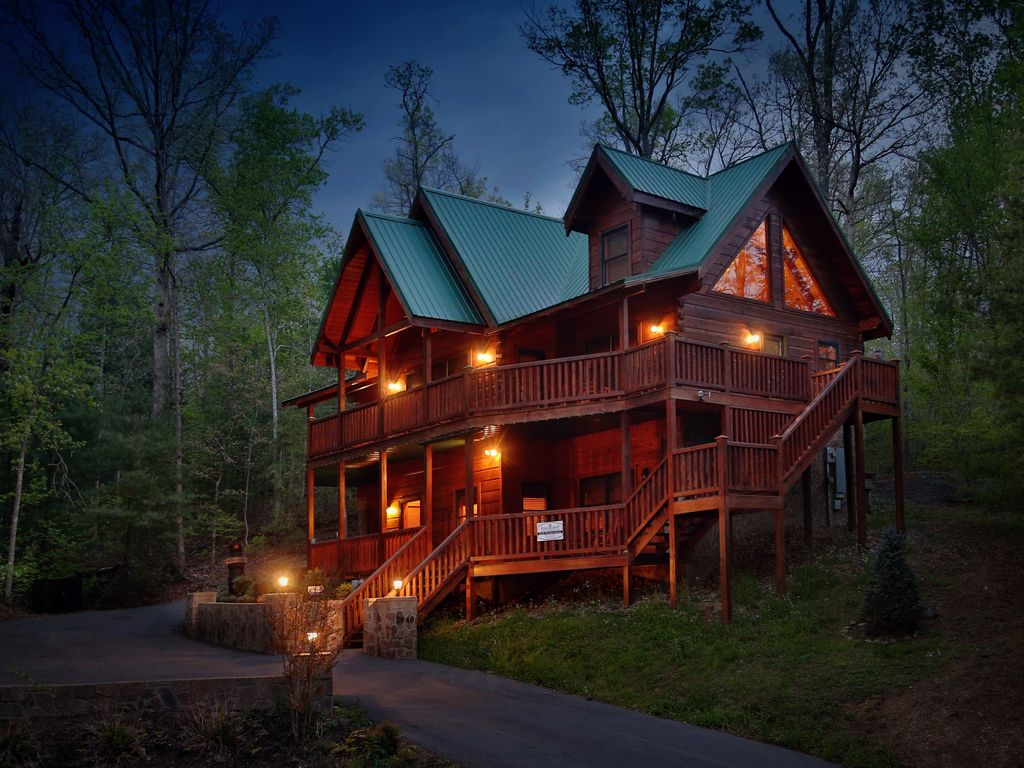Smoky mountain getaway a five bedroom cabin homeaway for Smoky mountain nc cabin rentals