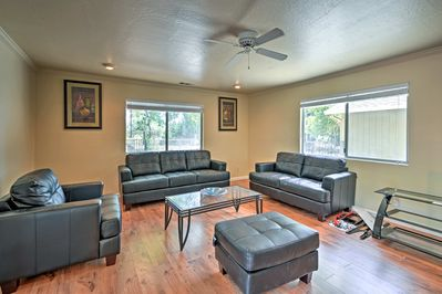 Up to 7 guests can relax on the sumptuous leather furnishings in the living room