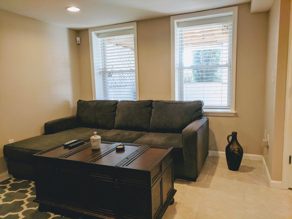 Bright 1 Bedroom Apartment In Dc Neighborhood Of H Street And Capitol Hill Seattle Metro Area