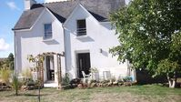 Lovely house and tranquil setting. Owner very friendly and welcoming.