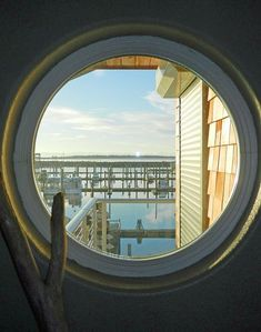 Captain's Quarters - Right on the Port of Ilwaco.