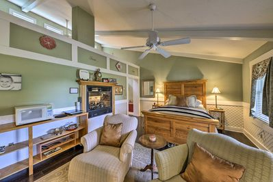 Explore Shenandoah Valley from this romantic vacation rental cottage!