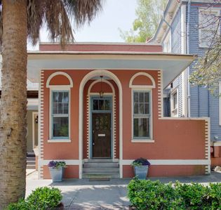Photo for 101 E Waldburg · Cozy Cottage just off of Forsyth Park