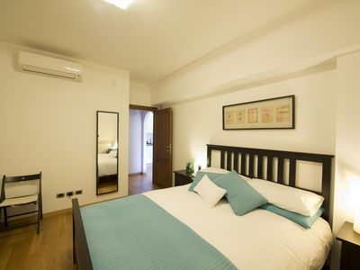 Photo for Trastevere apartment - beautiful, clean, modern with easy access to main sights