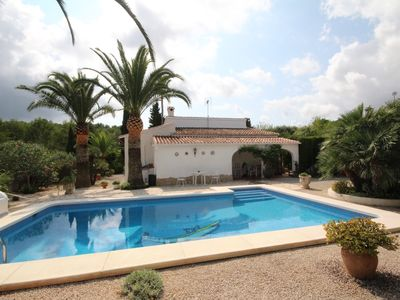 Photo for Villa on wooded land, peaceful area, swimming pool 9x4, 7 minutes from the beach
