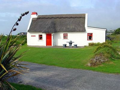 Photo for Small, traditional thatched pre-famine fisherhman's cottage in a unique location about 100 yar…