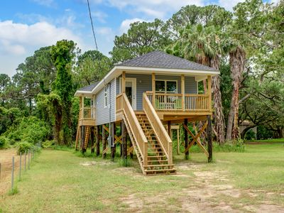 Photo for Like a tree house experience - Covered Porch - Palm Trees