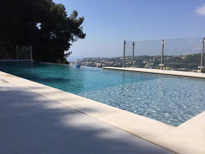 Photo for Comfortable villa, with infinity pool, sea view, on the heights of Nice
