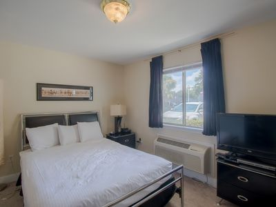 Photo for Comfortable Studio near Beach w/ WiFi, Gym & Complex Pool Access