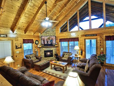 Yeti's Retreat - RELAXED CANCELLATION POLICY! - No scary roads, Perfect location