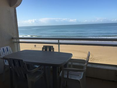 Photo for Facing the ocean, at the foot of the beach, and overlooking the Ile de Ré, apt for 4 people