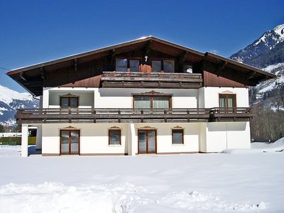 Photo for Apartment 1.2 km from the center of Badgastein with Parking, Internet, Washing machine, Garden (30911)