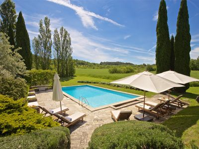 Photo for Beautifully renovated Artist's farmhouse in Provence, large heated pool & Sauna