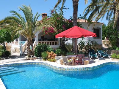 Photo for Nice holiday home with private pool in a quiet centrical residential area