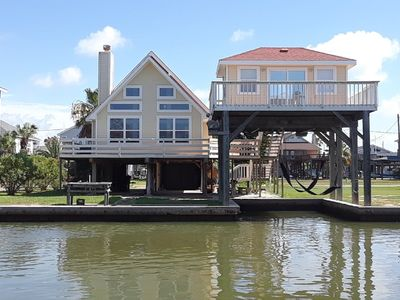 Photo for La Perla: CANAL WATERFRONT in Treasure Island Fishing Vacation @ San Luis Pass!!