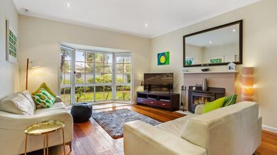 Lounge, fire place, full foxtel, unlimited wifi, dog friendly, parking